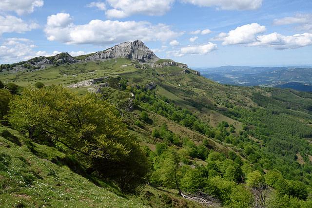 Peña Lekanda vista desde el paso de Aldabe - Hotel en el País Vasco