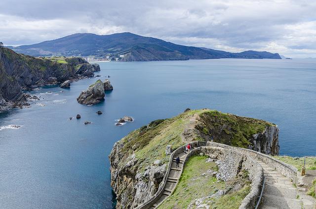 Vistas durante el ascenso a San Juan de Gaztelugaxte (Vizcaya) - Turismo en Euskadi