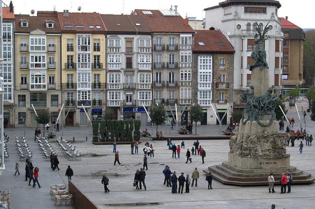 Plaza de la Virgen Blanca en Vitoria (Álava) - Hotel en el País Vasco