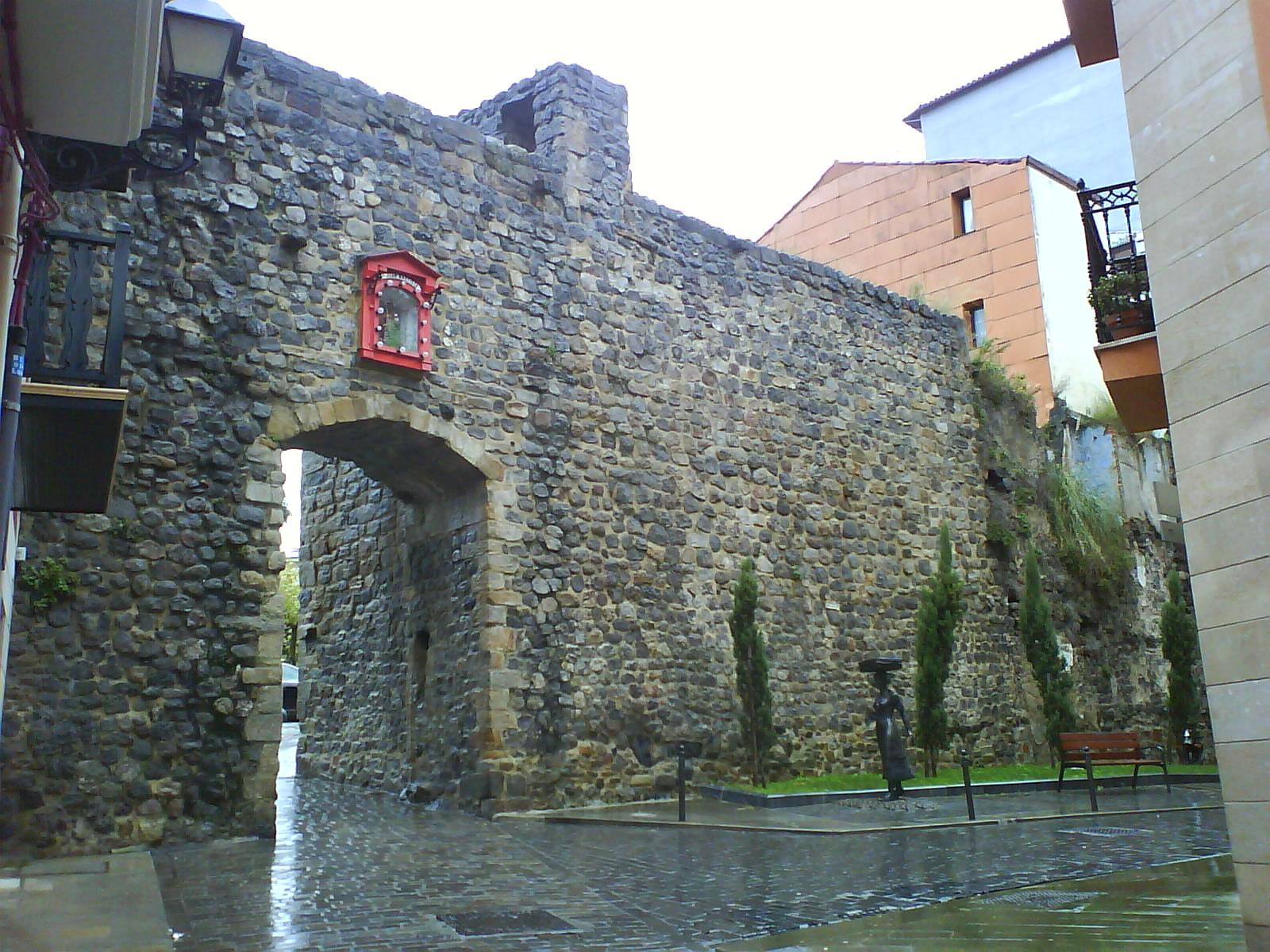 Puerta de San Juan en Bermeo (Vizcaya) - Qué Visitar en el País Vasco