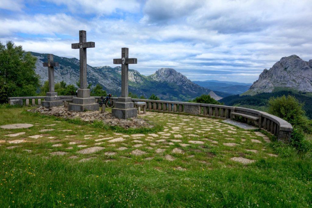Mirador de las Tres Cruces (Santuario de Urkiola, Vizcaya) - Qué visitar en el País Vasco