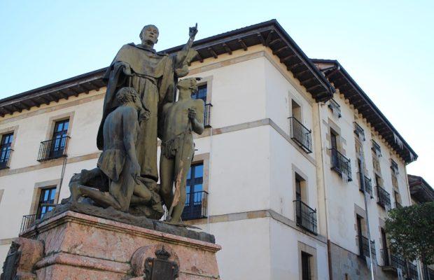 Estatua de Fray Andrés de Urdaneta (Ordizia) - Qué visitar en el País Vasco
